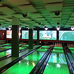 Photo of a bowling alley with acoustic panels installed.