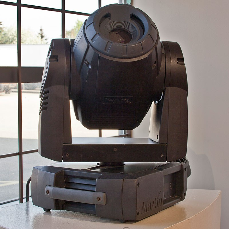 Used Martin MAC 250 Entour Moving Head Light for Sale