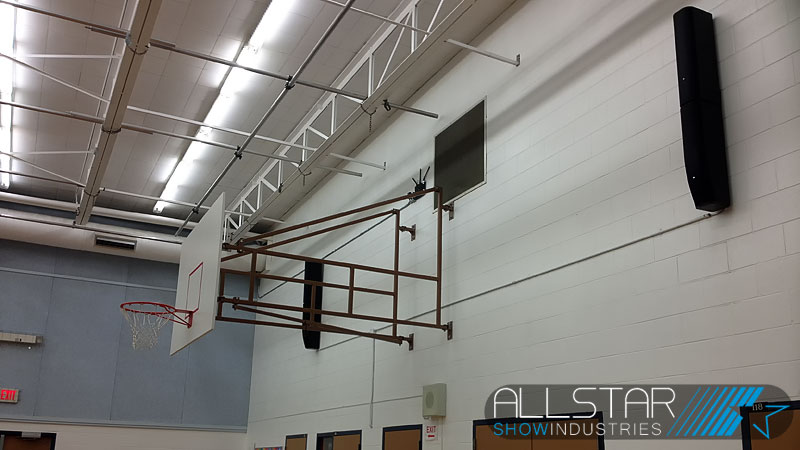 The strong grill on the JBL CBT 70J-1+70JE-1 system line array column speakers made them the perfect choice for this gymnasium installation.